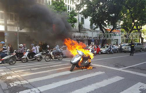 Xe máy bị chập điện là sự cố gây nguy hiểm cho xe và người tham gia giao thông