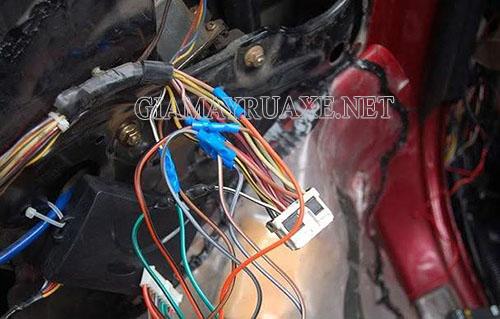 Nối dây điện không đúng cách thì nguy cơ  xe máy bị chập điện rất cao