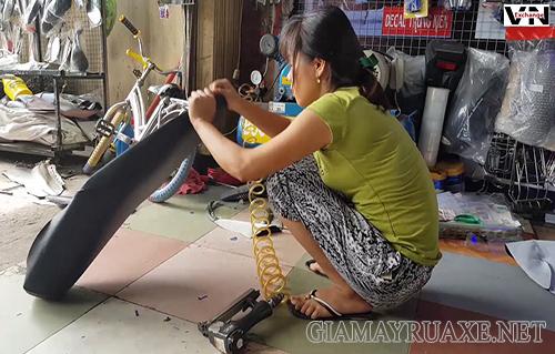 Bọc yên xe tại nhà đơn giản