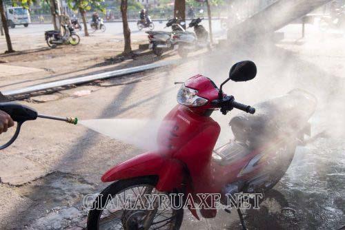 Rửa xe máy nhiều có tốt không