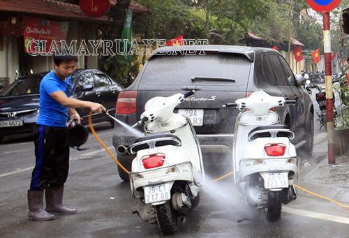 Cách rửa xe vespa