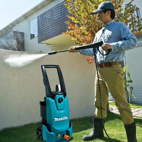 Sử dụng máy rửa xe Makita cho hiệu quả làm sạch ấn tượng