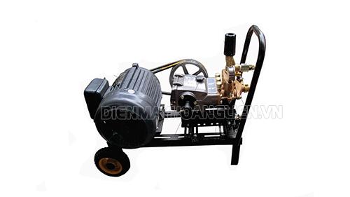 Với áp lực phun rửa mạnh kẽ, máy rửa xe dây đai thích hợp để làm nhiều công việc khác nhau