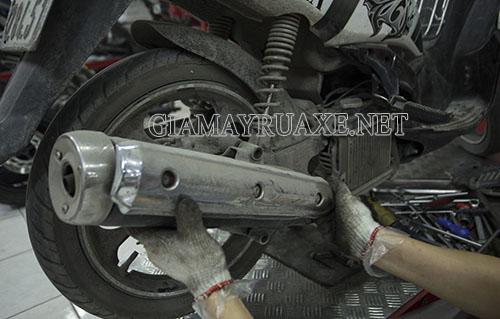xe máy bị thủng bô