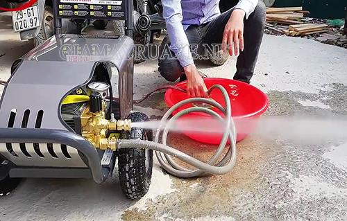 Nguyên nhân máy rửa xe bị giật
