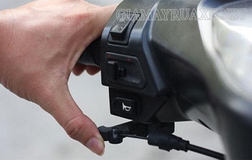 Cách xử lý xe máy bị nghẹt xăng
