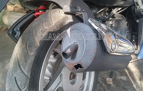 Xe máy bị thủng bô nên xử lý như thế nào?
