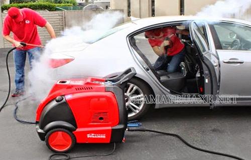 Máy rửa xe hơi nước nóng sở hữu nhiều ưu điểm vượt trội và không gây hại đến các thiết bị trên xe