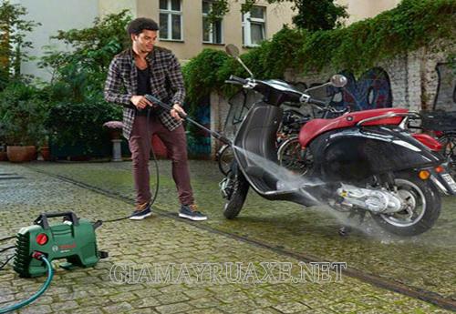 Có nên rửa xe khi máy còn nóng