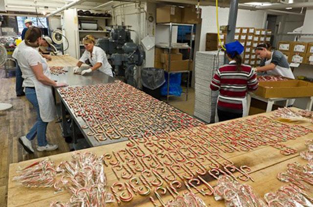 Hỗ trợ công đoạn đóng gói bánh kẹo
