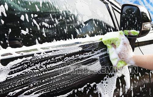 Rửa xe bằng dầu gội đầu gây ra những hậu quả gì?