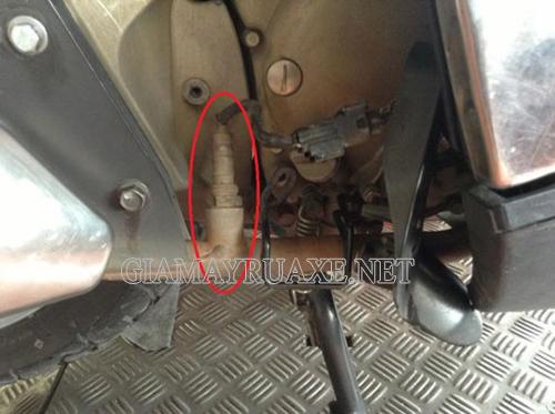Nguyên nhân xe máy bị rồ ga
