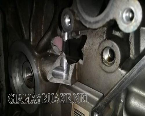 Xe máy bị vỡ lốc máy