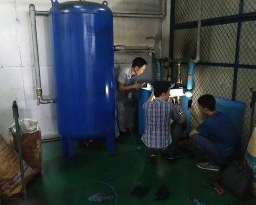 tiến hành bảo dưỡng máy sấy khí nén tại các xưởng sản xuất