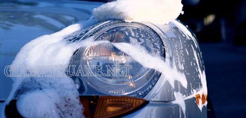 rửa xe bằng sữa tắm