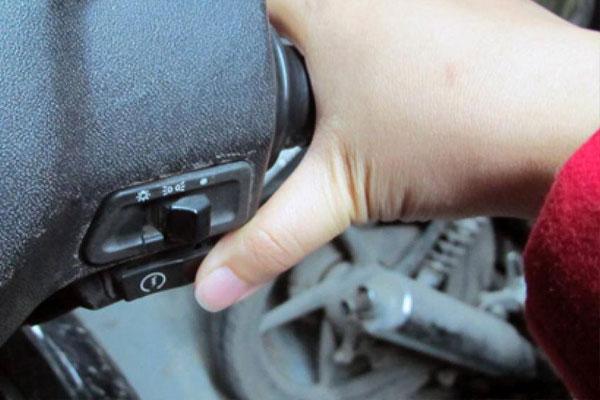 khắc phục xe máy bị trượt đề