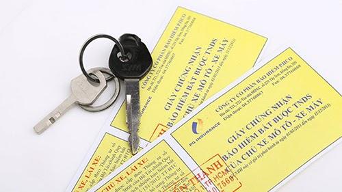 Đi xe máy cần mang theo giấy tờ xe gì