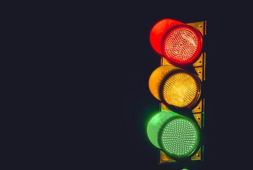 Tại sao đèn giao thông có 3 màu