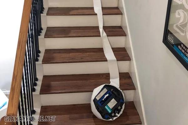 máy hút bụi cầu thang